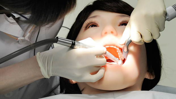 robot humanoide dentistas 1